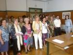 Al margen derecho, la concejal Belén Torres acompañada de representantes de colectivos e instituciones sociales